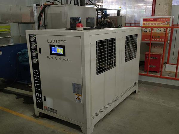 冷水机维修保养1