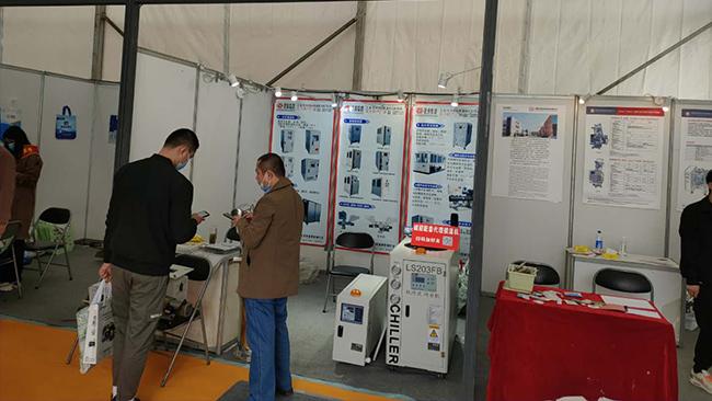 风冷冷水机,色母机在桐城包装展与多家厂家签订配套协议-环谐机械