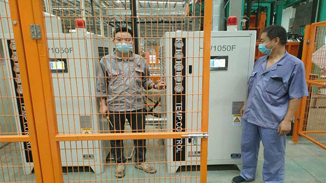 冰箱行业聚氨酯发泡选用环谐王牌恒温机冷热一体机
