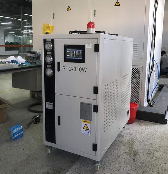 吉林弘凯选用焊接机器人冷水机
