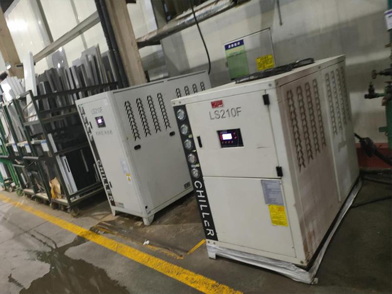 美菱液压站风冷冷水机应用现场